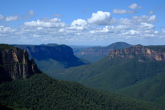 blue mountains 4034261 640 - シドニーに行こう!基本情報、行き方、観光地、留学、ワーホリまで徹底解説!